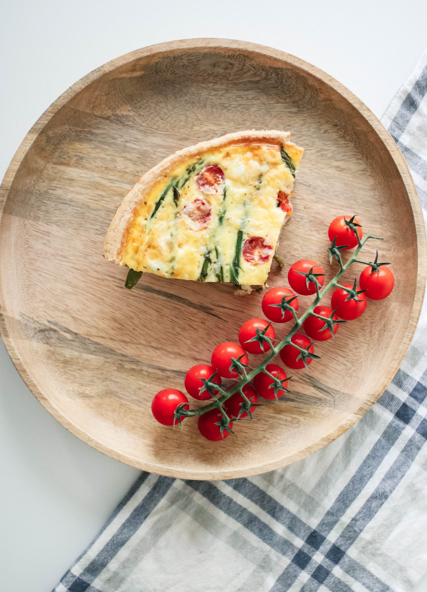 asparagus quiche with tomatoes