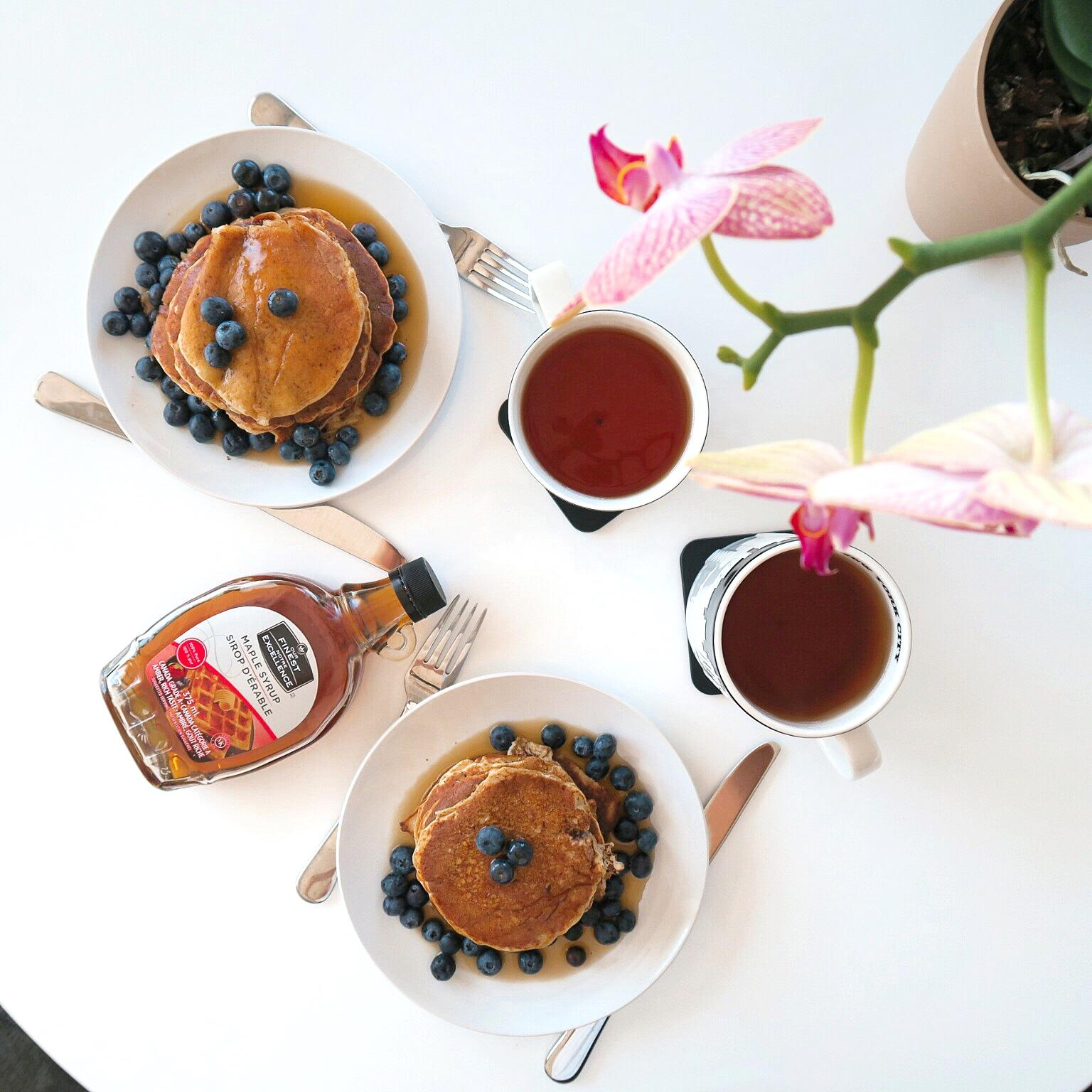 blueberry and maply syrup breakfast pancakes
