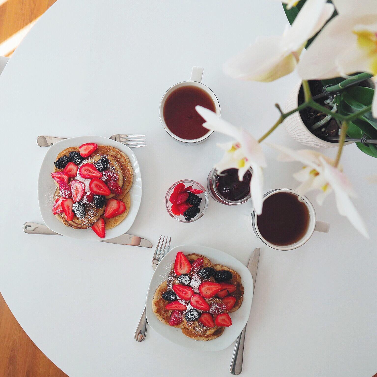 strawberry and blackberry breakfast pancakes