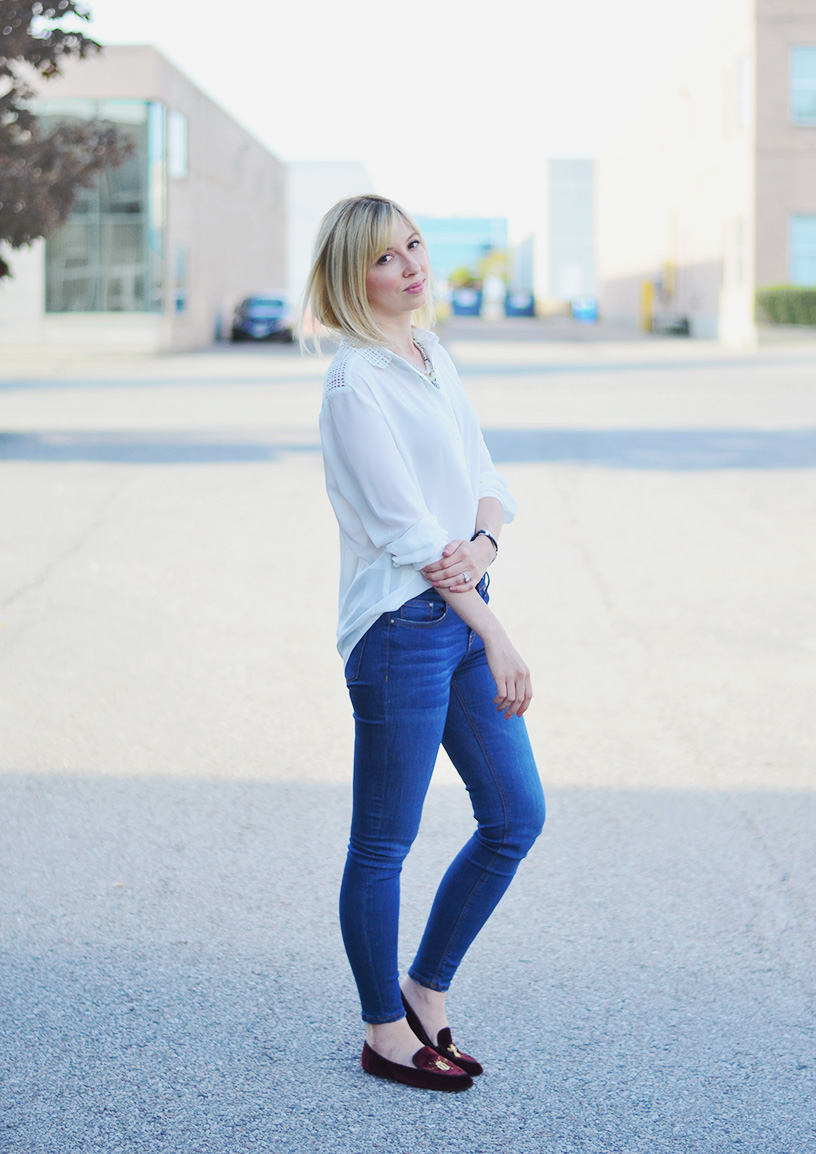 white blouse skinny jeans style 1