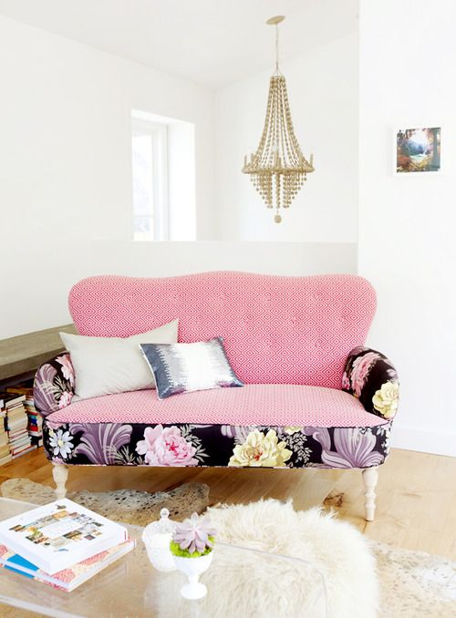 📍 Pinspiration: Pink Sofa in Living Room 💘 | Stripes and Vibes
