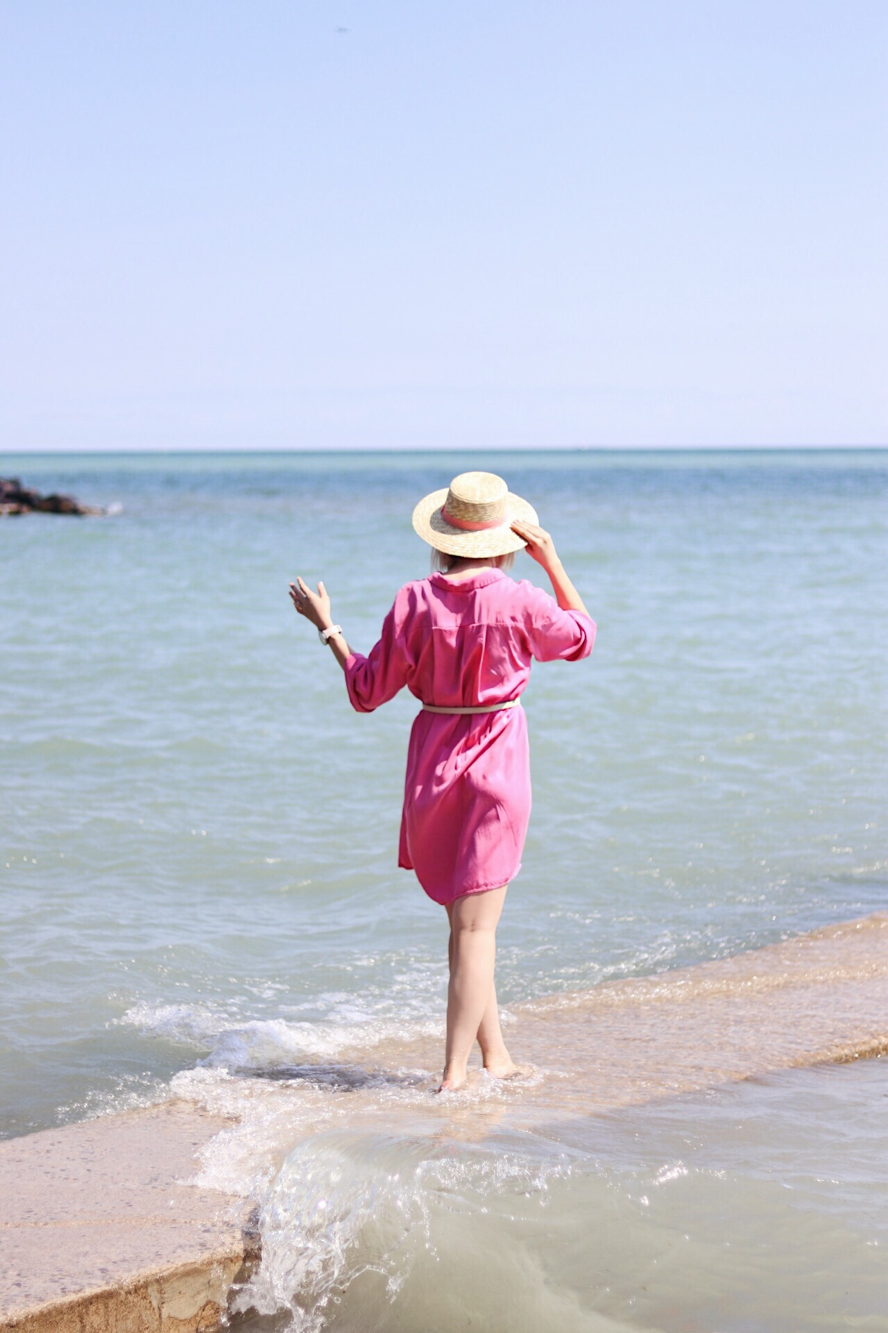 summer shirt dress and straw hat