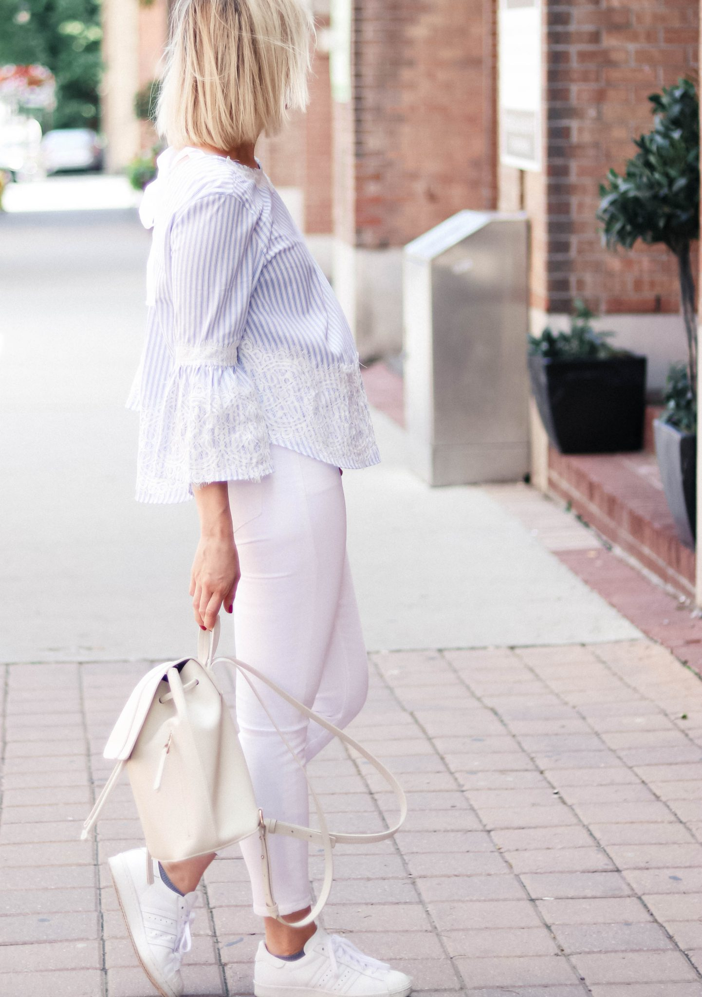 bell sleeve top and white jeans ootd