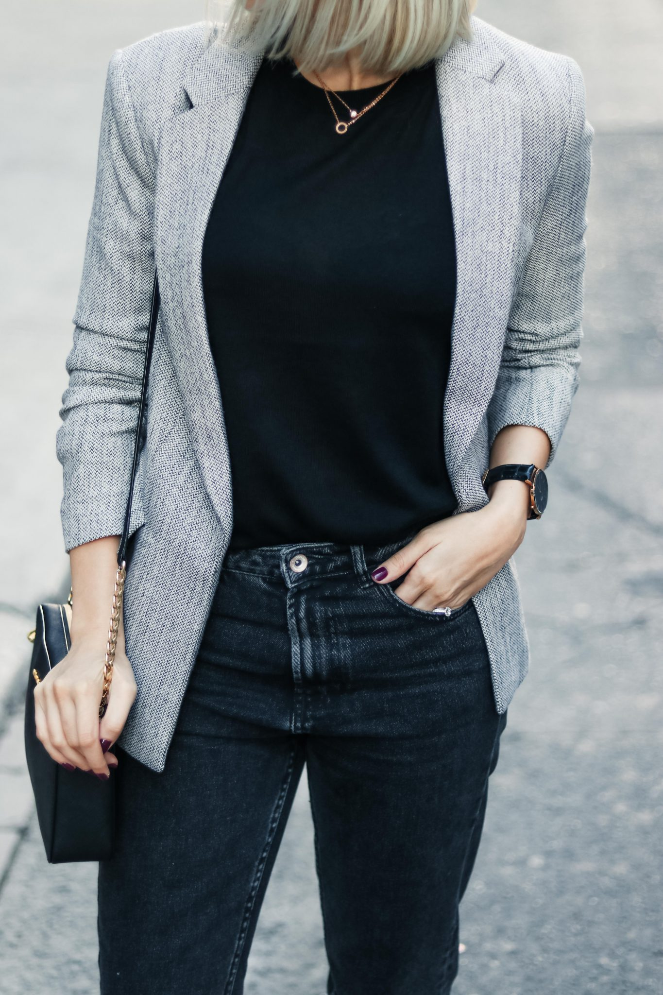 blazer and mom fit jeans street style