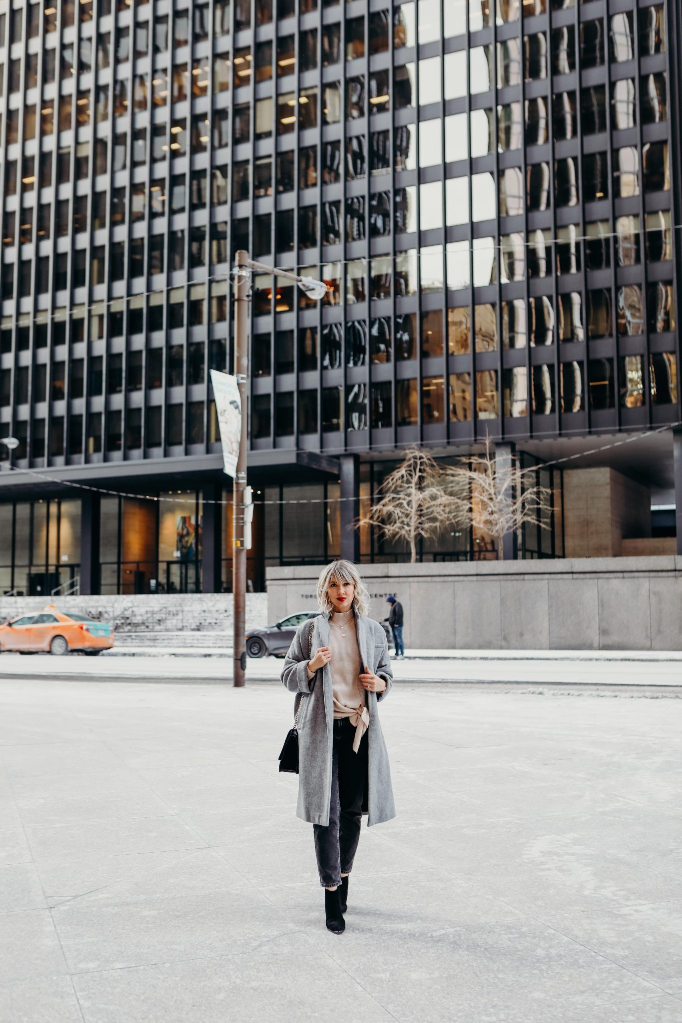 long coat style in the city (6 of 7)