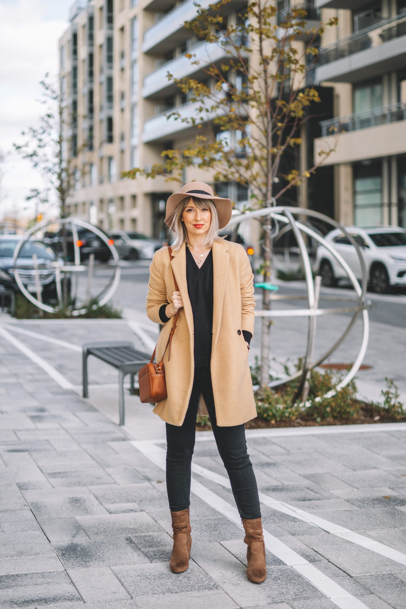 Beige coat and hat minimalist style (1 of 10)
