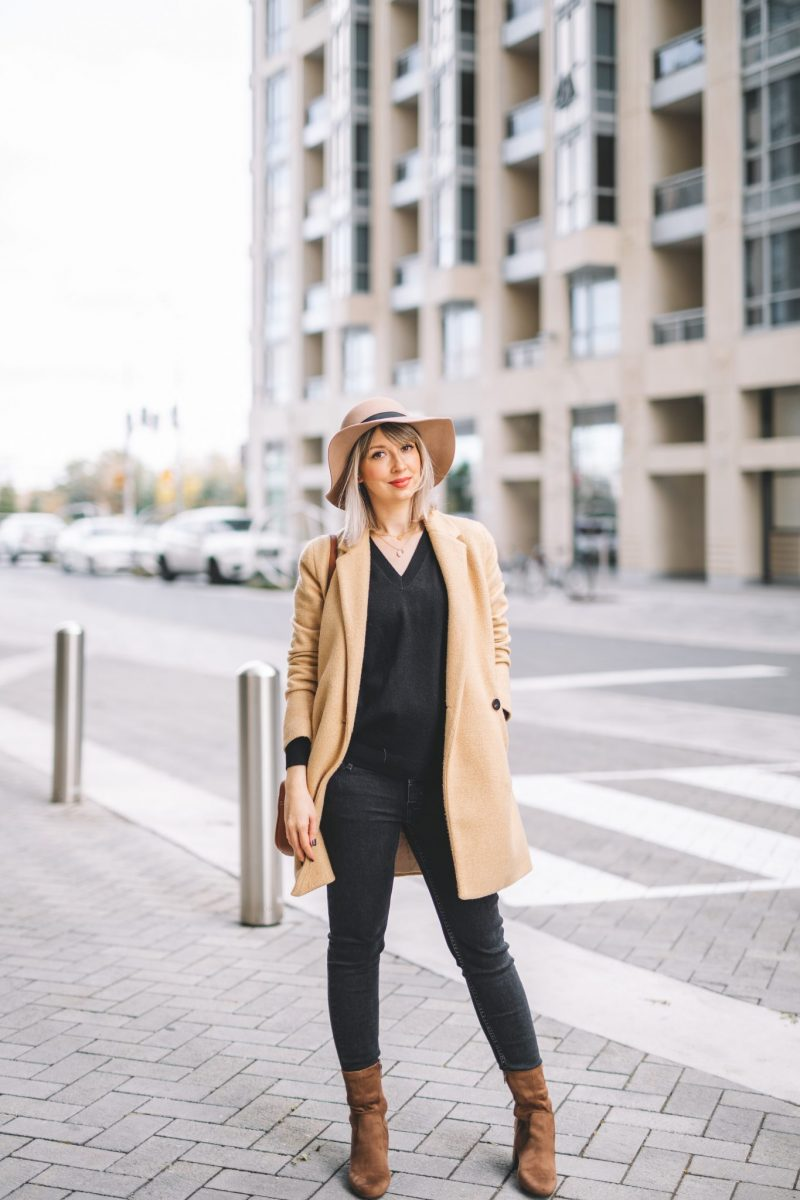 Beige coat and hat street style (6 of 10)