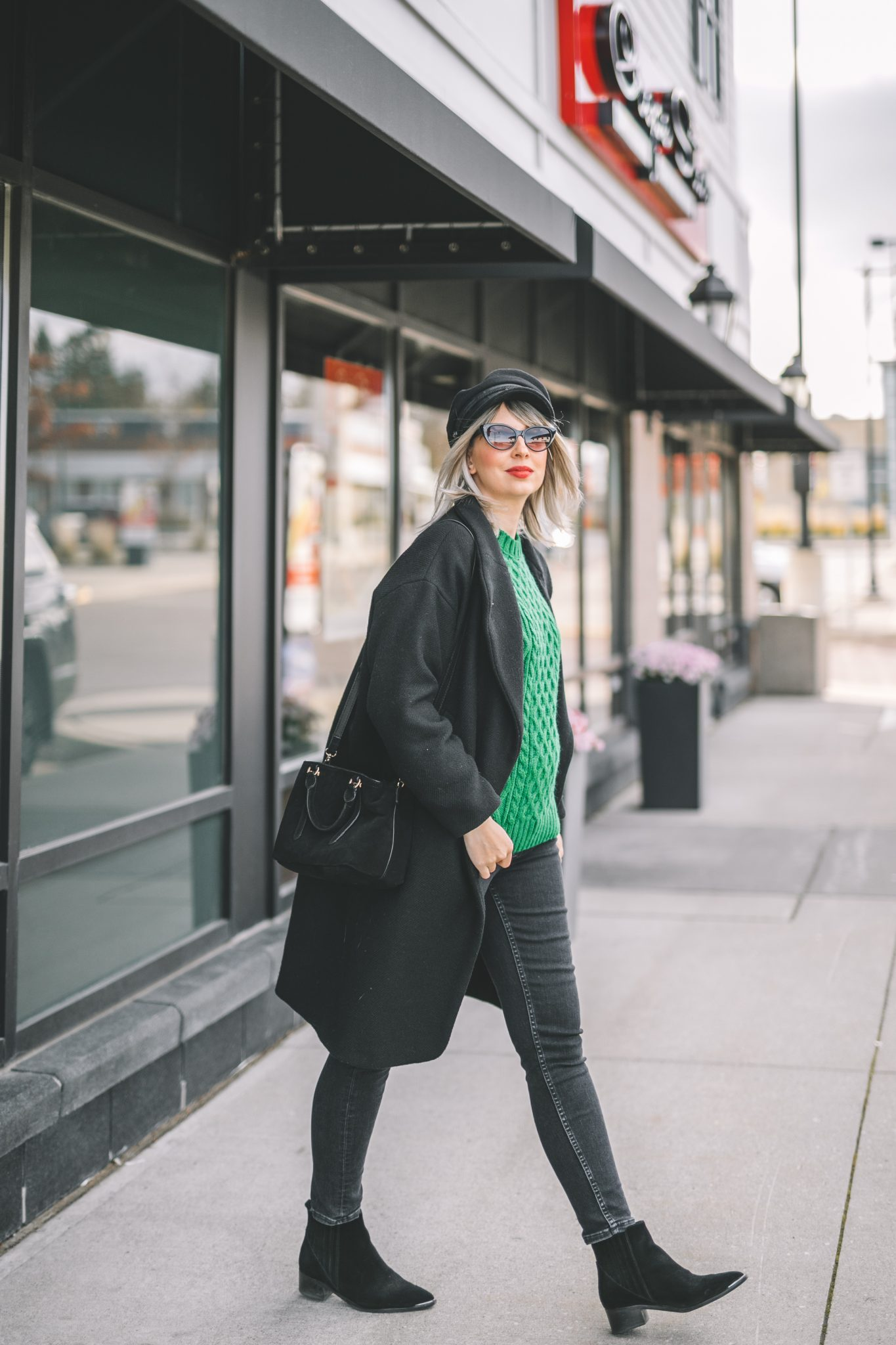 oversize coat, green knitted sweater, baker boy hat style 1