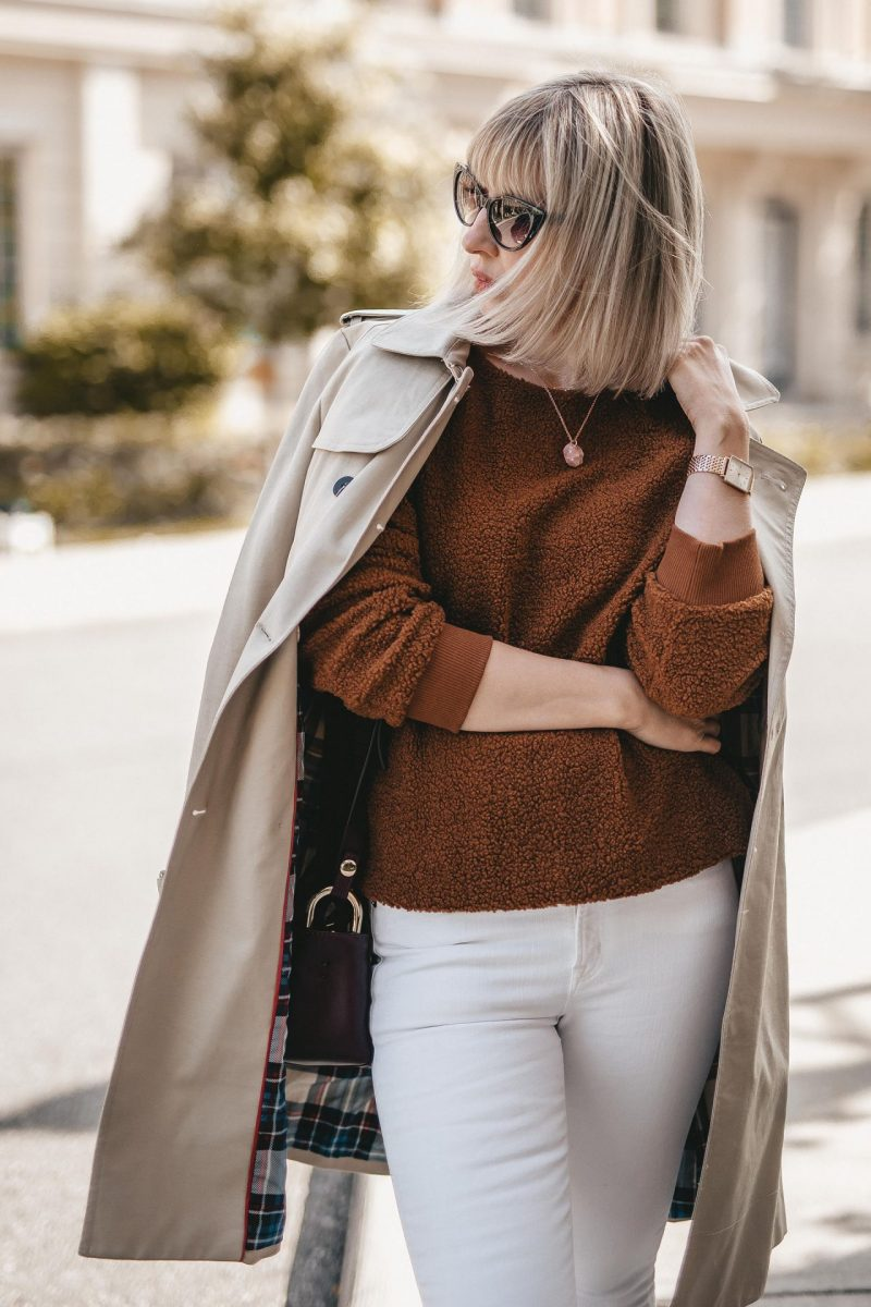 fleece sweater & white jeans (5 of 7)